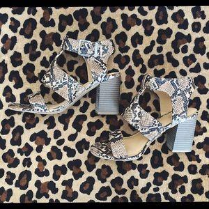 express snake shoes sz 7.5